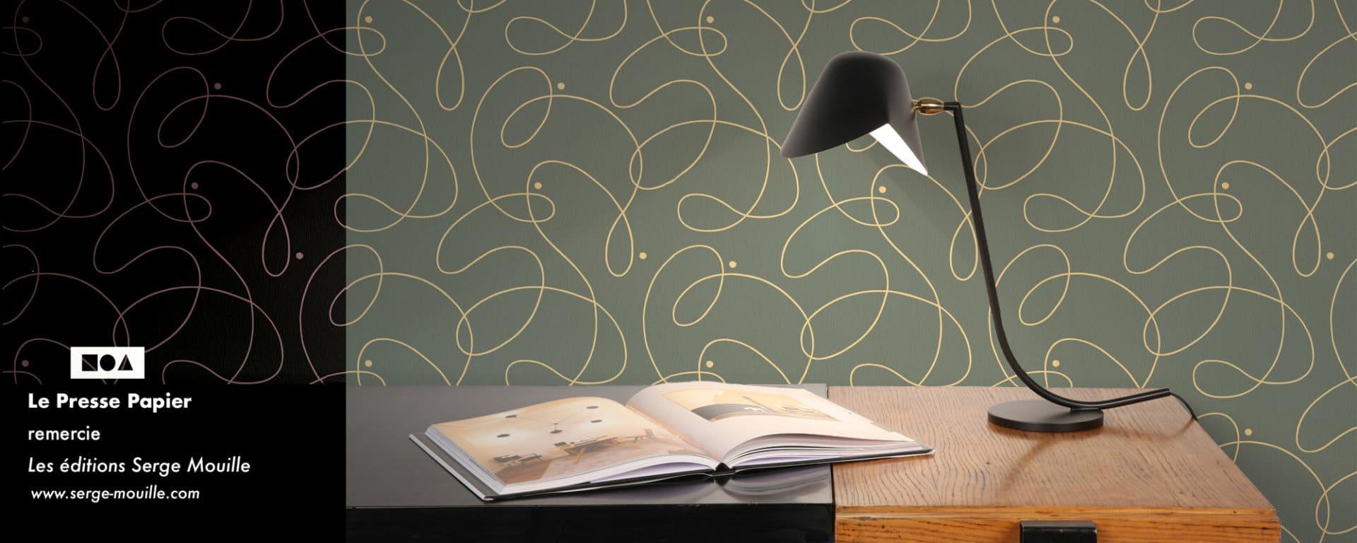 serge mouille lampe et papier peint le presse papier