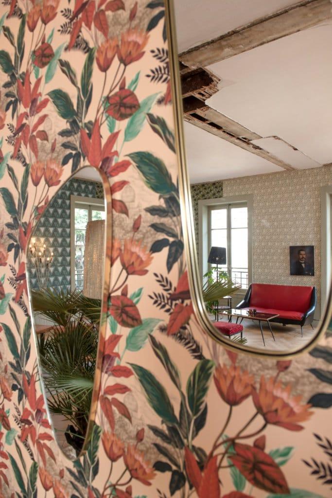 Papier peint rétro-chic et miroirs vintages par Nathalie Rives x Le Presse Papier